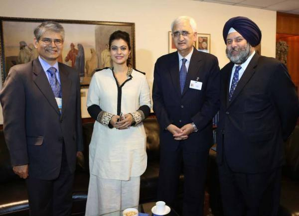 Kajol,Salman Khurshid And Others Posed At The UN Meeting In New York