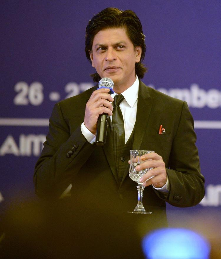 Shahrukh Khan Stunning Look During At 40th AIMA's National Management Convention