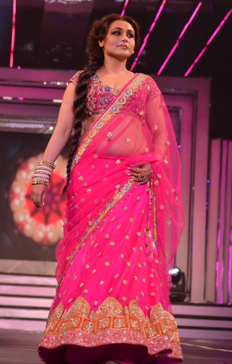 Rani Mukerji Sexy Dazzling Look On the Ramp During The Late Yash Chopra's 81st Birth Anniversary