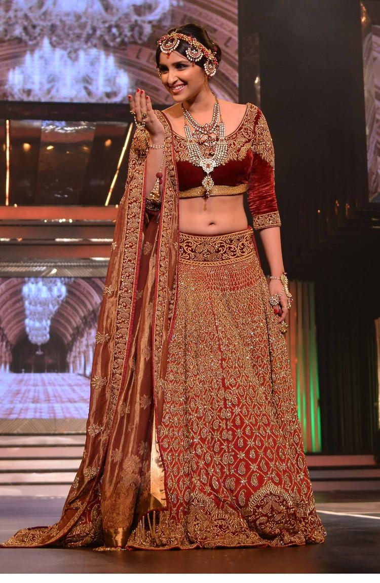 Parineeti Carried Herself With Poise And A Soft Smile On The Ramp At Late Yash Chopra's 81st Birth Anniversary