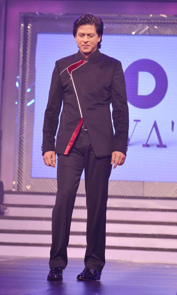 SRK Graced On The Ramp At Late Yash Chopra's 81st Birth Anniversary