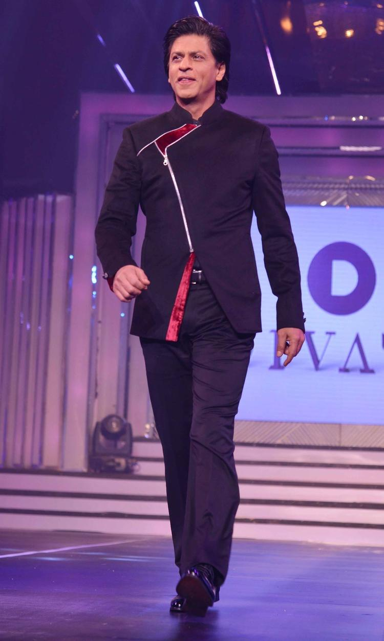 SRK Walks On The Ramp At Late Yash Chopra's 81st Birth Anniversary