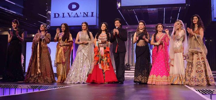 SRK Walked The Ramp For Their YRF All Time Melody Ladies At Late Yash Chopra's 81st Birth Anniversary