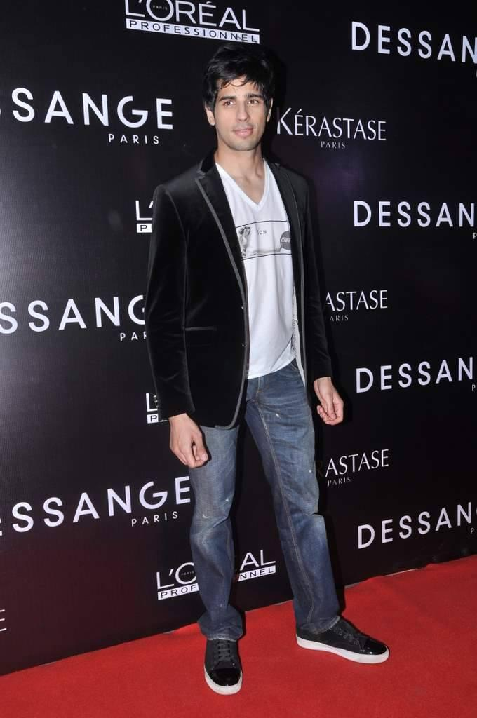 Sidharth Dappers Look In Suit In Red Carpet During The Launch Of Dessange Salon And Spa