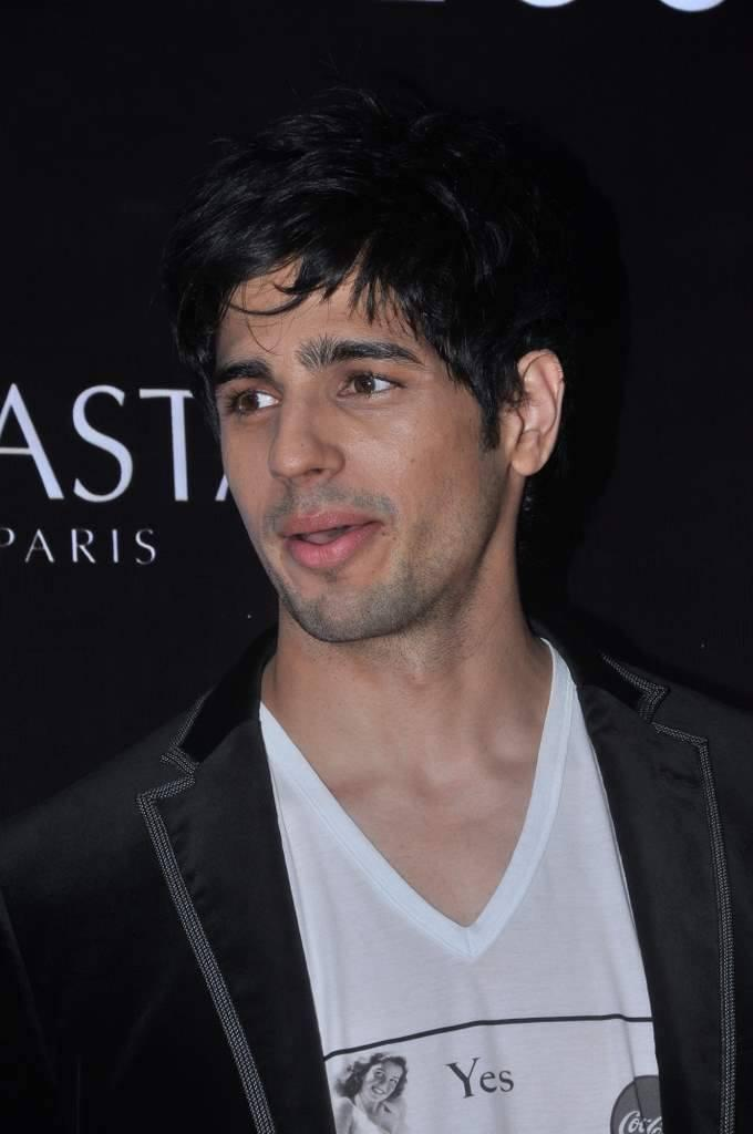 Sidharth Malhotra Cool Look At Dessange Salon And Spa Launch Event