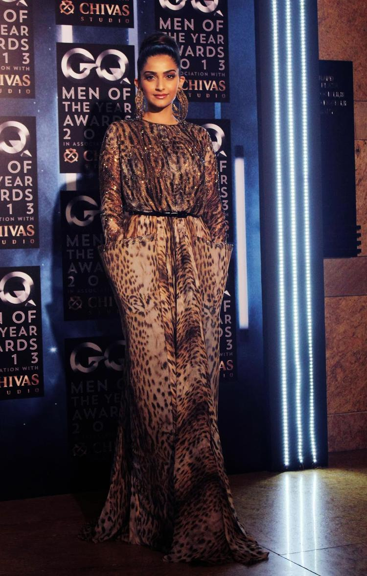Sonam Kapoor Sizzling Look At GQ Men Of The Year Awards 2013