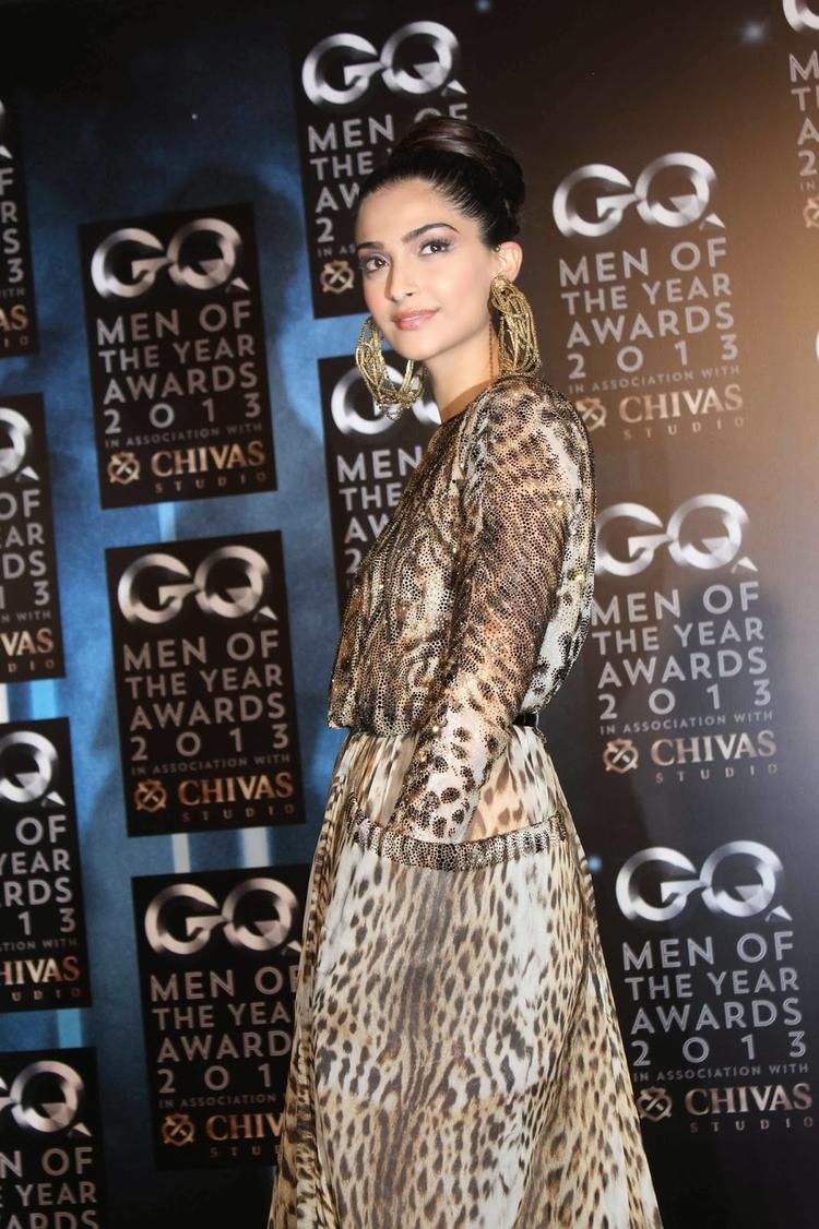 Sonam Kapoor Stunning Glamour Look At GQ Men Of The Year Awards 2013