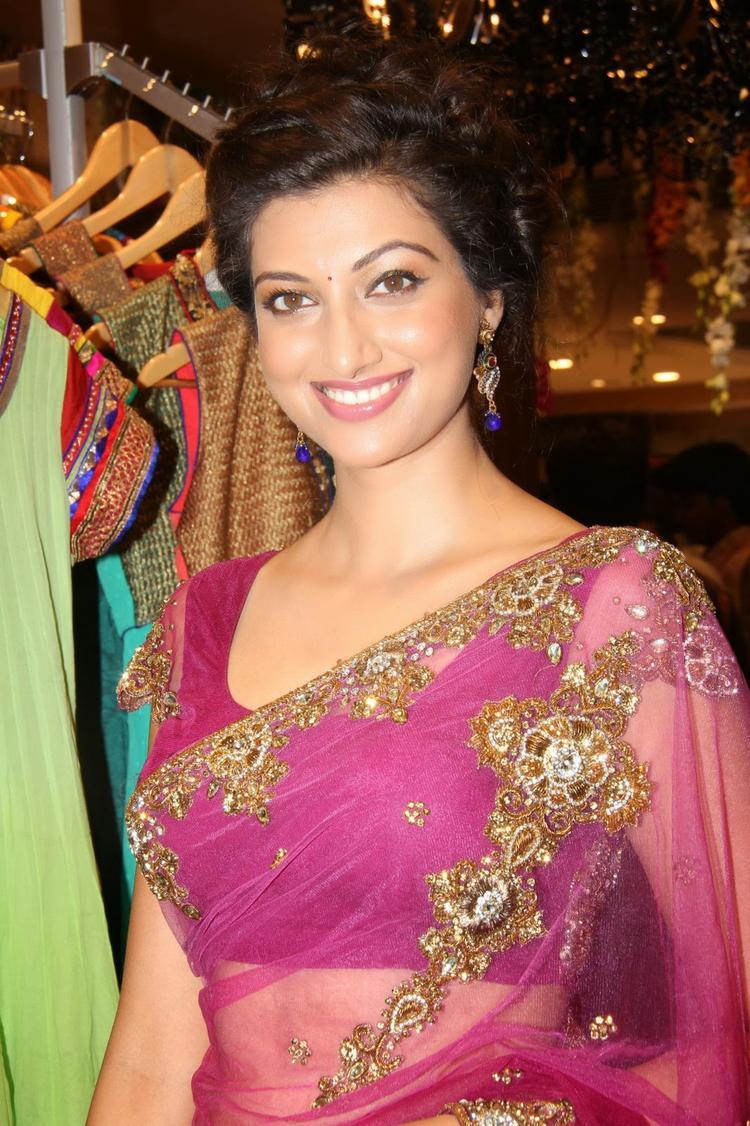 Smiling Hamsa Nandini Hot Look During The Launch Of Kalamandir Saree Showroom At Hyderabad