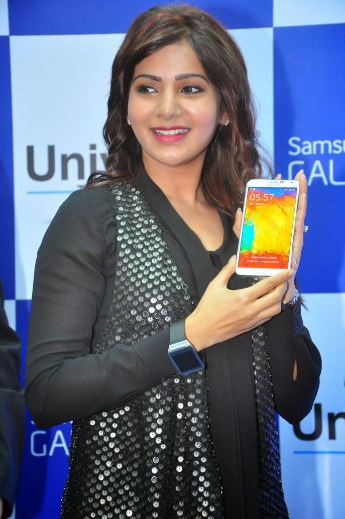 Samantha Posed With A Smartphone At Samsung Galaxy Note III Launch Event