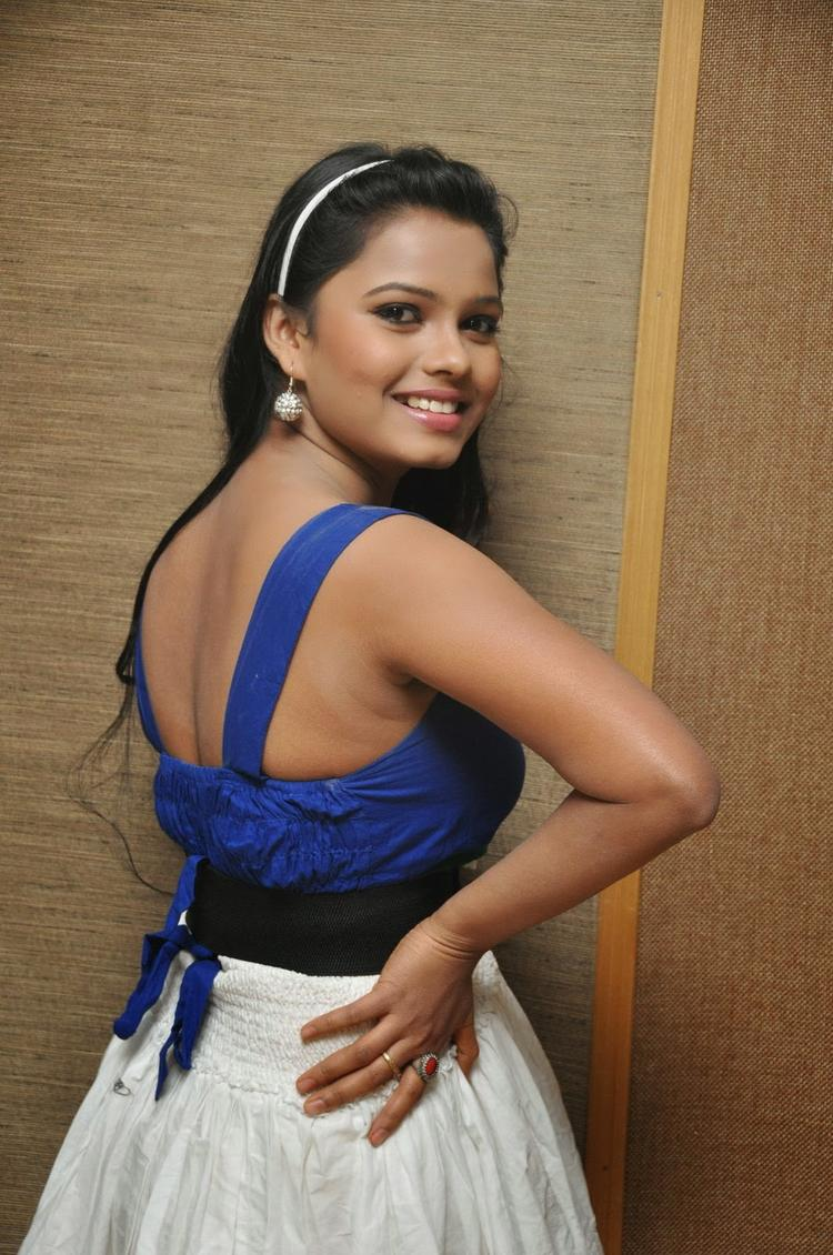 Naveena Jackson Back Show Sexy Pose Still At Daughter Of Varma Movie Interview