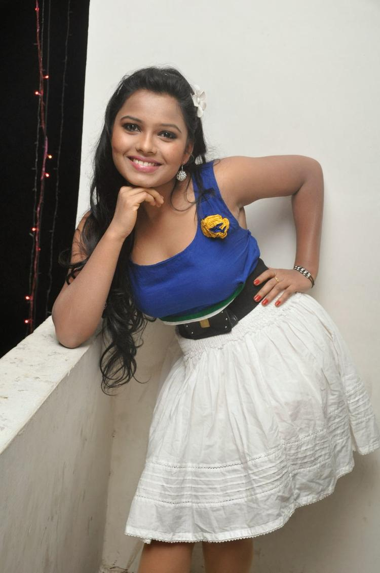 Naveena Jackson Cool Posed At Daughter Of Varma Movie Interview
