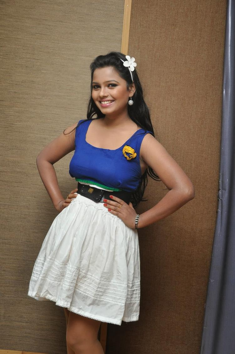 Naveena Jackson Sexy Hot Pose At Daughter Of Varma Movie Interview