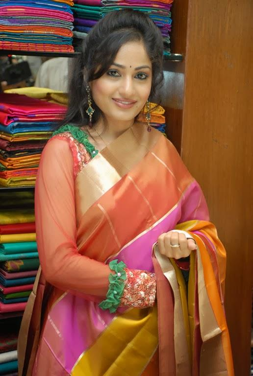 Madhavi Latha Cute Face Look At Sreeja Fashions South Silk Festival 2013 Launching Event