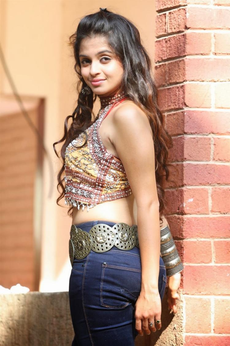 Sheena Shahabadi Hot And Sexy Pose Look For Navratri Special Photo Shoot Still