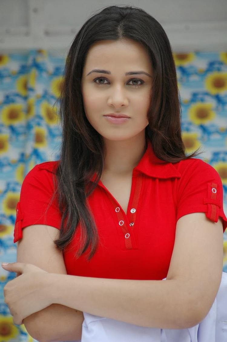 Nisha Kothari Cute Face Look Photo Still