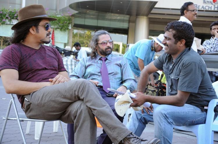 Nagarjuna And Director Veerabhadram Cool Chatting On The Sets Of Bhai Movie
