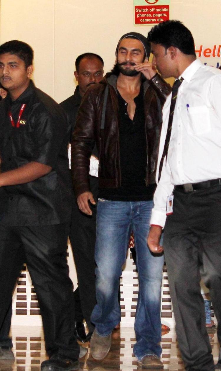 Ranveer Singh Strikes A Pose During He Discharged From Hinduja Hospital