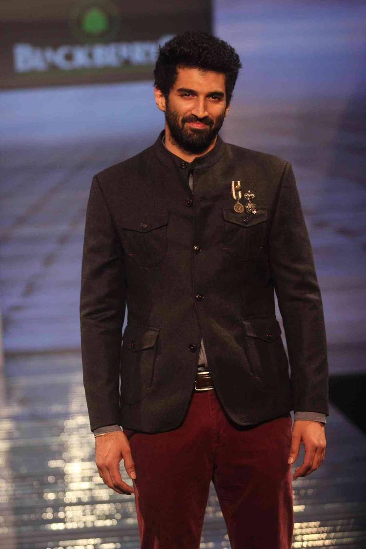Aditya Roy Kapur Graced On Ramp At Blackberry Sharp Night Fall-Winter 2013 Collection