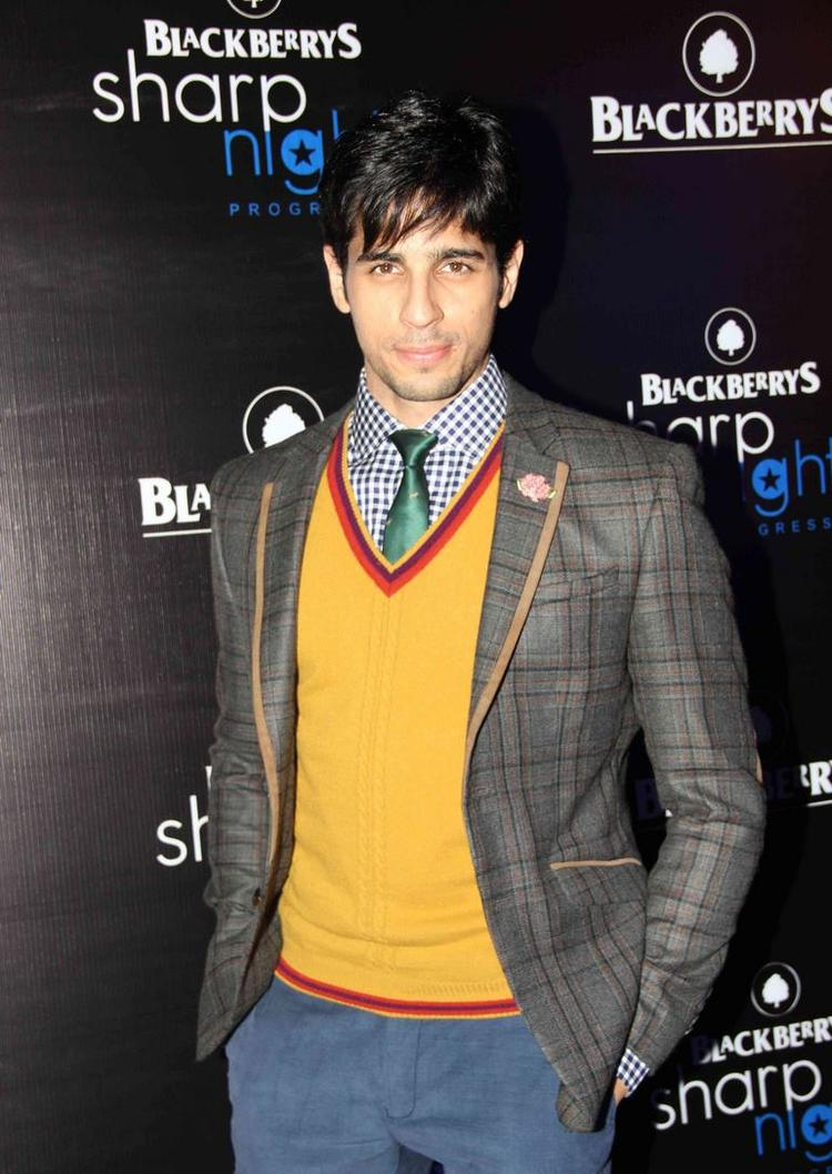 Sidharth Malhotra Handsome Look At Blackberry Sharp Night Fall-Winter 2013 Collection