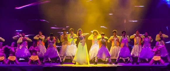 Jacqueline Fernandez Rocked On Stage At Temptations Reloaded 2013 Musical Show