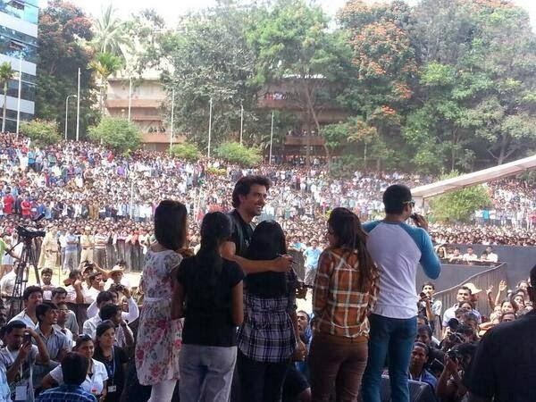 Hrithik With His Fans At Krrish 3 Game Launch Event In A Bangalore College