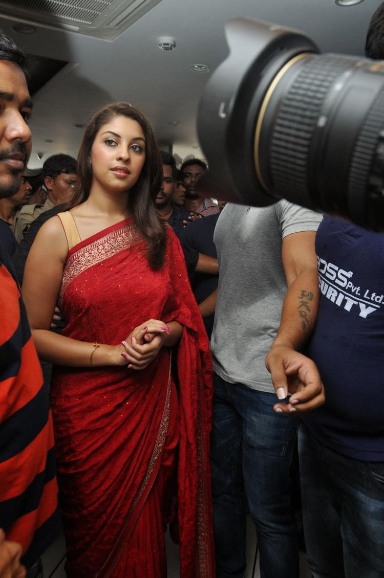 Richa Gangopadhyay Trendy Look During The Launch Of Priyanka Showroom At Hyderabad