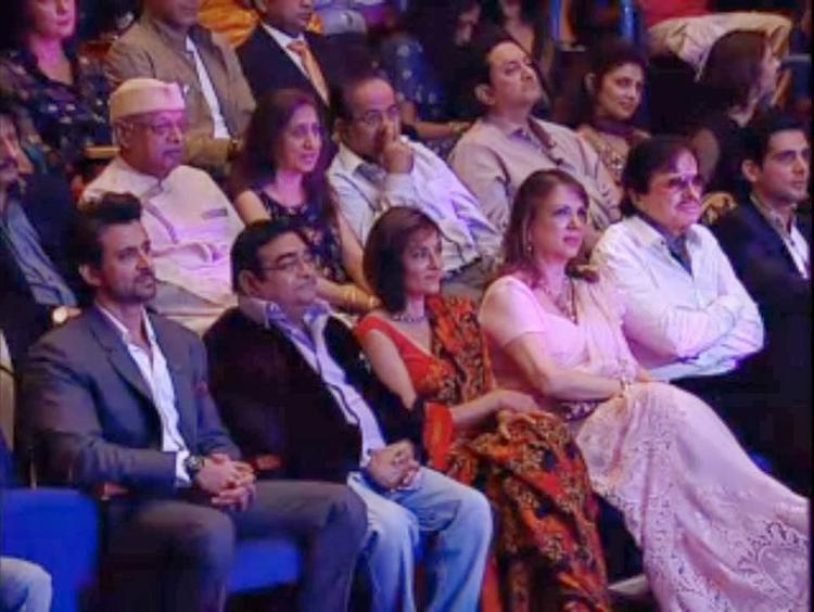 Hrithik With Mother-In-Law's Family At Dr. Batra's Positive Health Awards 2013