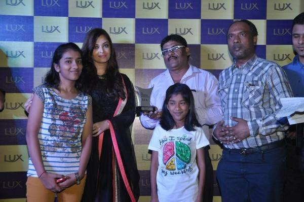 Aishwarya Pose For Camera During The Lux Event In Delhi