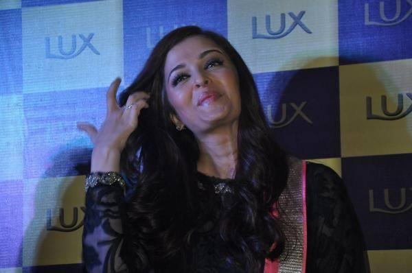 Aishwarya Rai Smiling Pic During The Lux Event Delhi