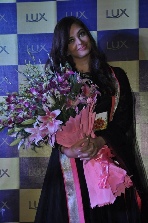 Aishwarya Rai Welcome Pic At Lux Event In Delhi