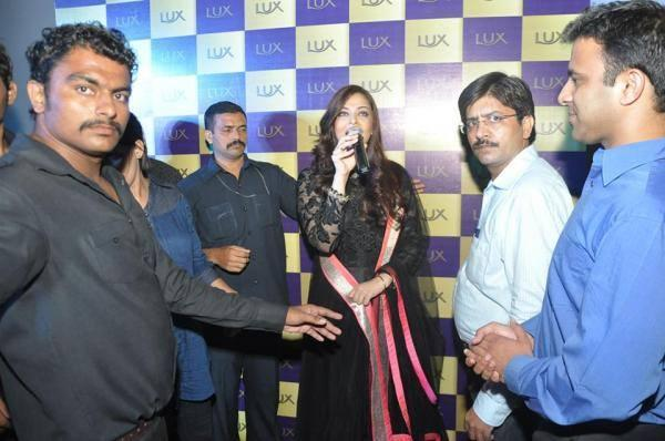 Hot And Gorgeous Aishwarya During The Lux Event Delhi