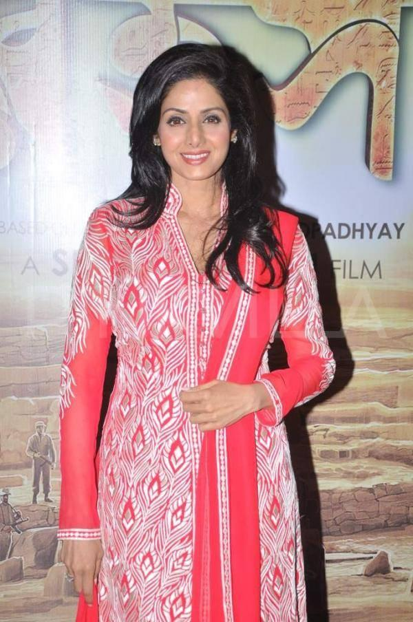 Sridevi Looking So Beautiful In This Outfit At The Premier Of Bengali Film Mishawr Rahasya