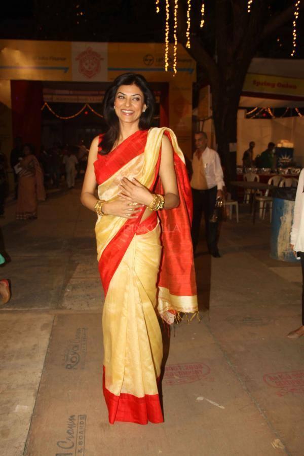 Sushmita Sen Smiling Pic During The Durga Puja In Mumbai