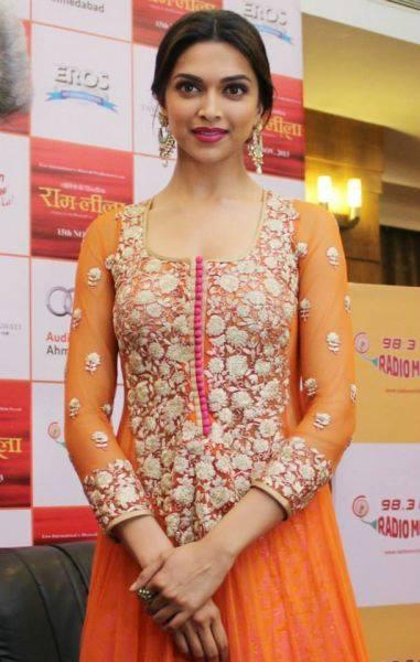 Deepika Padukone Nic Look In A Orange Fullsleeve Gown At Ram Leela Promotional Event