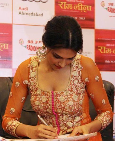 Deepika Padukone Spotted At Ahmedabad To Promote 'Ram-Leela