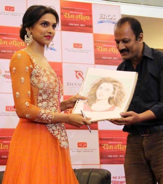 Deepika Promote Her Upcoming Movie Ram Leela In Ahmedabad