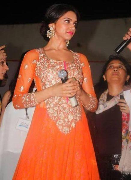 Leading Lady Of Ram-Leela - Deepika Padukone, Is Seen Promoting The Film At Ahmedabad