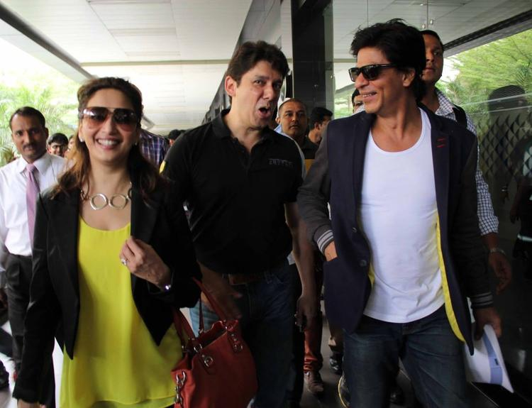 SRK And Madhuri With Hubby Spotted At Airport From Australia