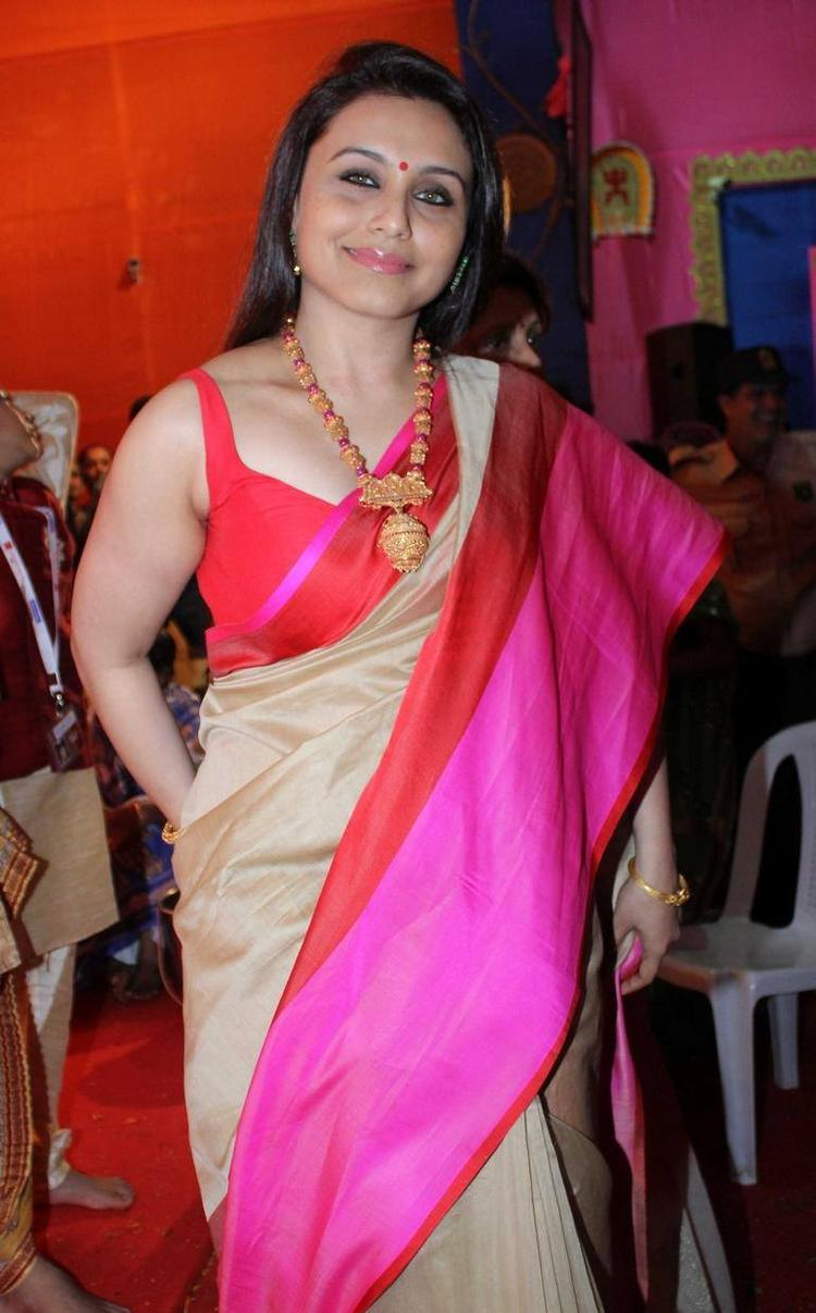 Rani Mukherjee Looking Gorgeous In This Traditional Look At Durga Puja In Mumbai