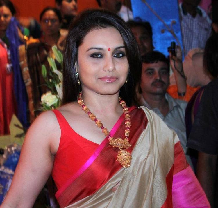 Rani Mukherjee Strikes A Sweet Pose In Traditional Saree At Durga Puja In Mumbai