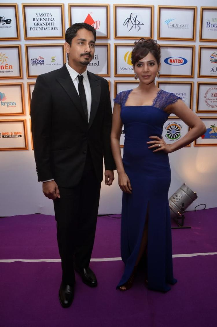 Samantha And Siddharth Strikes A Pose For Photo Shoot At Food For Change Charity Event