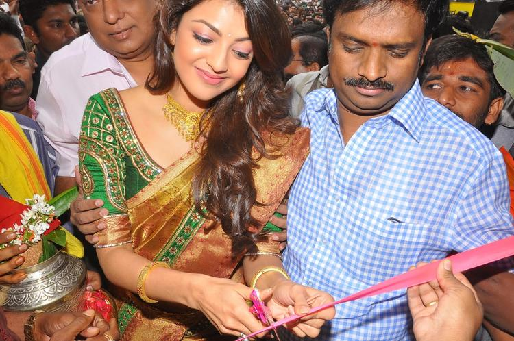 Kajal Agarwal Inaugurate Chennai Shopping Mall And Ribbon Cutting Pic
