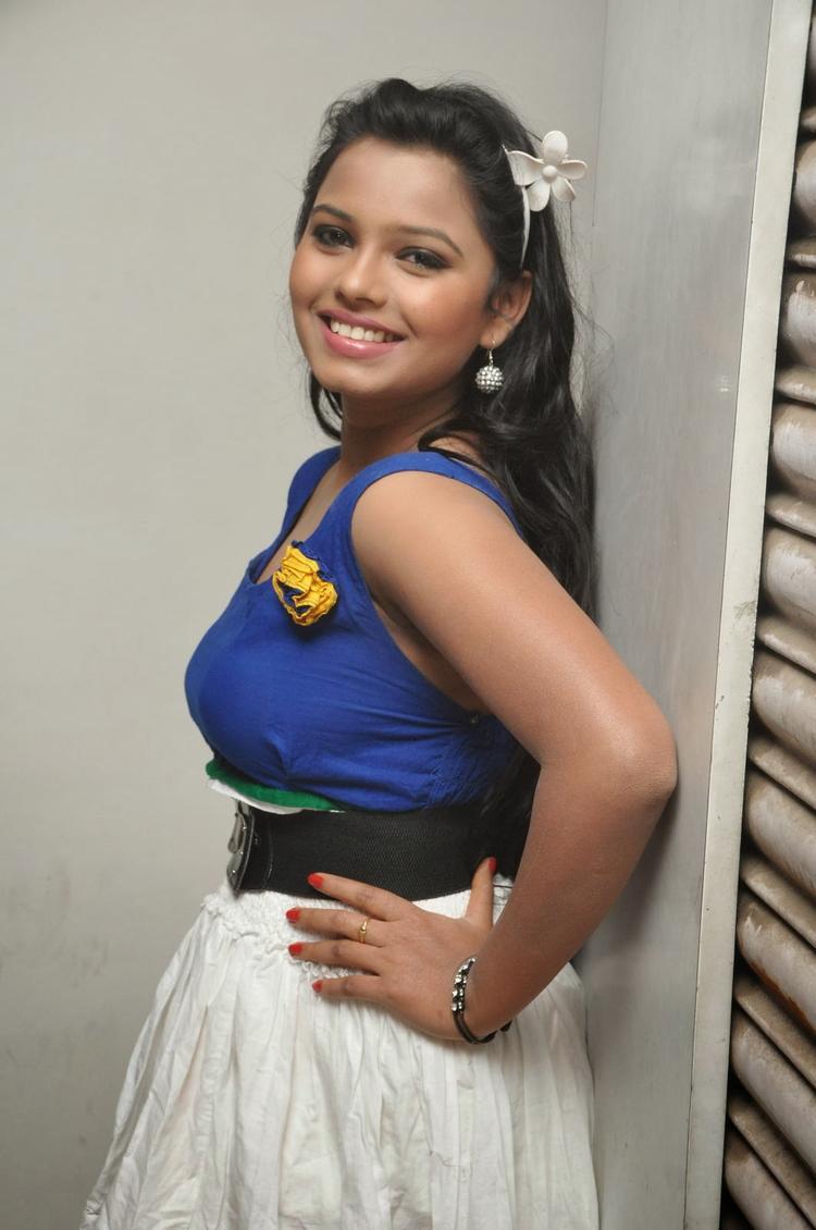 Naveena Jackson Sweet Smile Elegant Pic