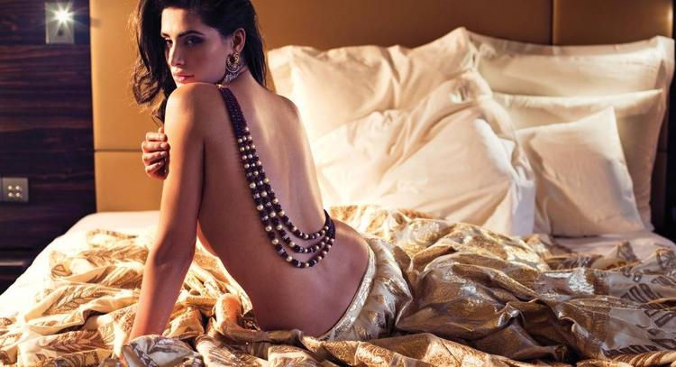 Nargis Fakhri Spicy Sizzling Hot Photo Shoot For Filmfare October 2013