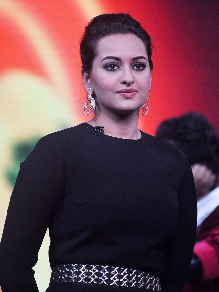 Sonakshi Sinha Graced On The Sets Of Junior Masterchef India During The Promotion Of R...Rajkumar Movie