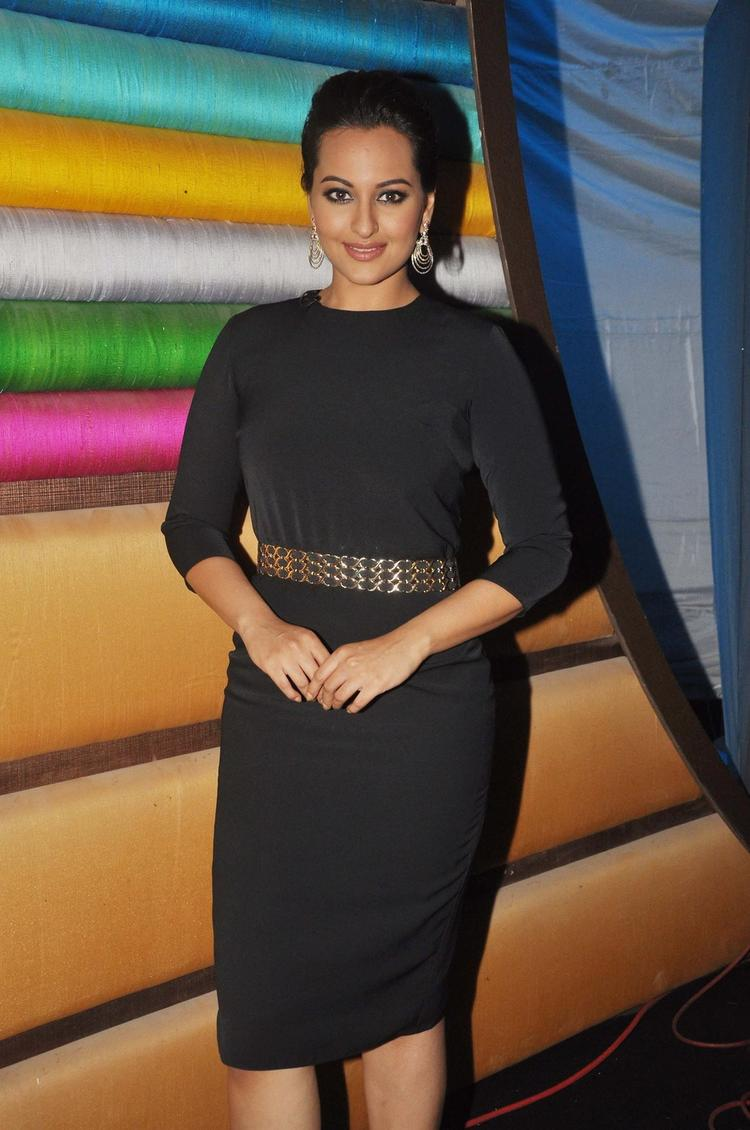 Sonakshi Sinha Nice Look During The Promotion Of R...Rajkumar Movie On The Sets Of Junior Masterchef India