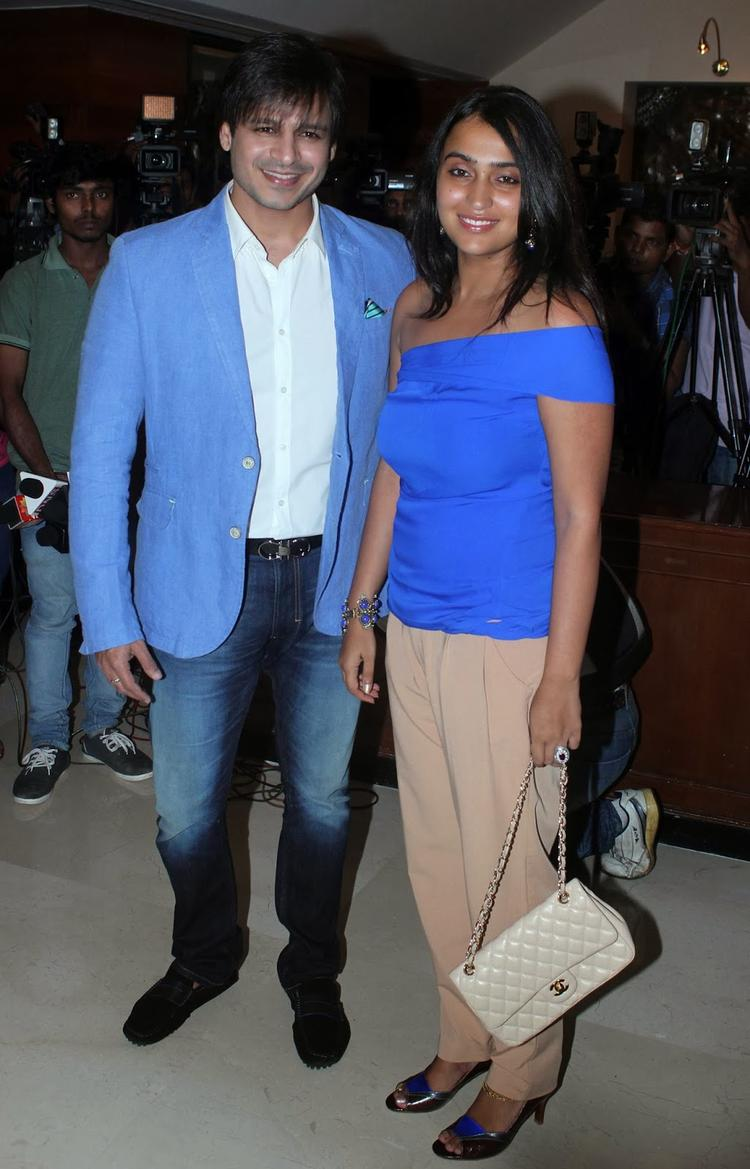 Vivek With Wife Priyanka The Grand Masti 100 Crores Success Bash