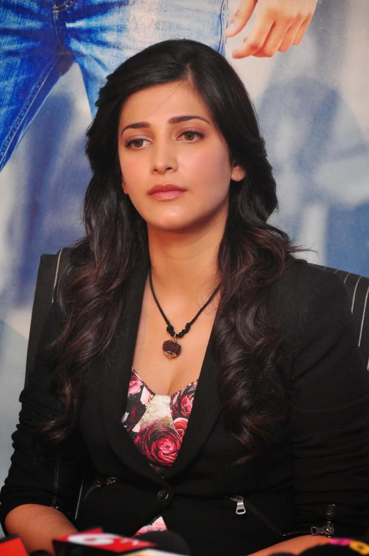 Shruti Haasan Dazzles During The Press Meet Of Ramayya Vastavayya