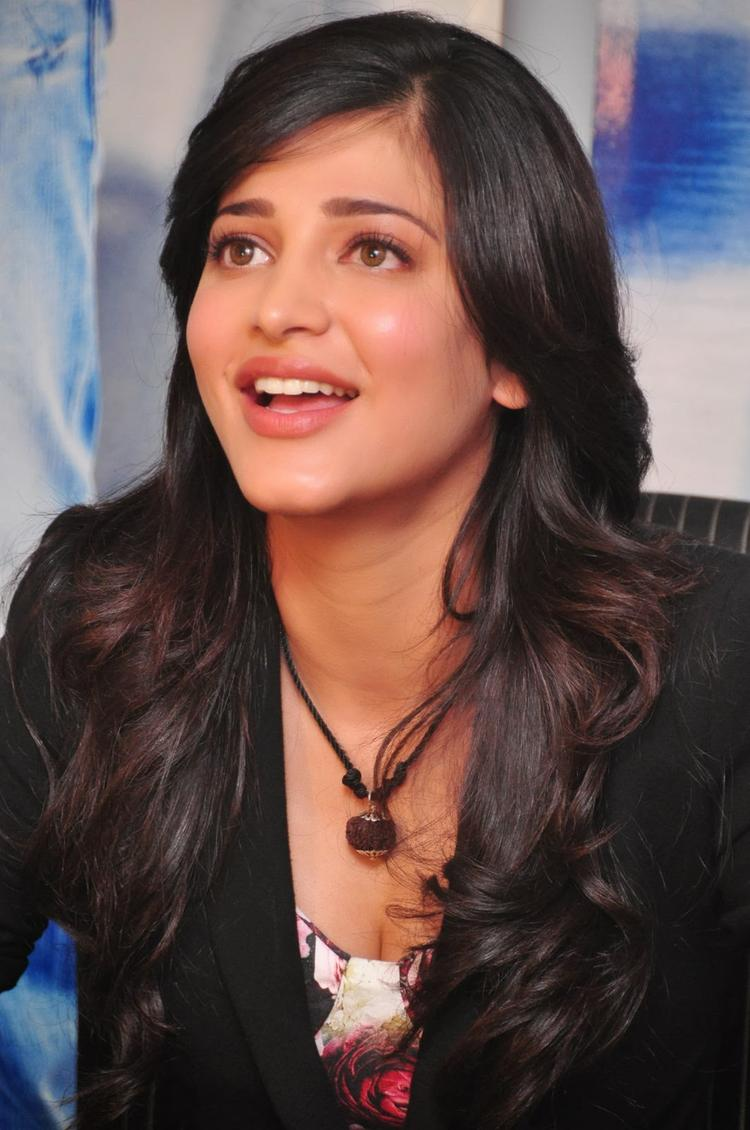 Shruti Haasan Present At Ramayya Vastavayya Press Meet