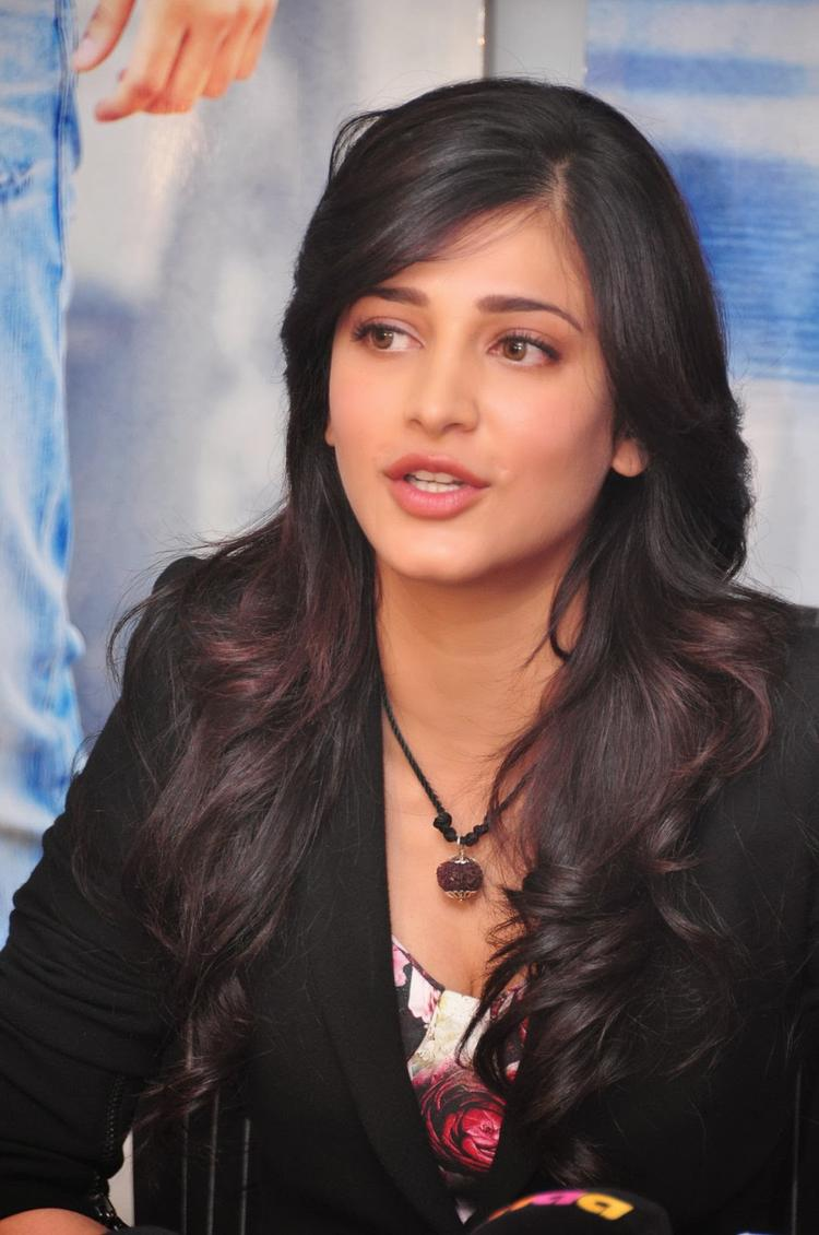 Shruti Haasan Speaking Still During The Press Meet Of Ramayya Vastavayya